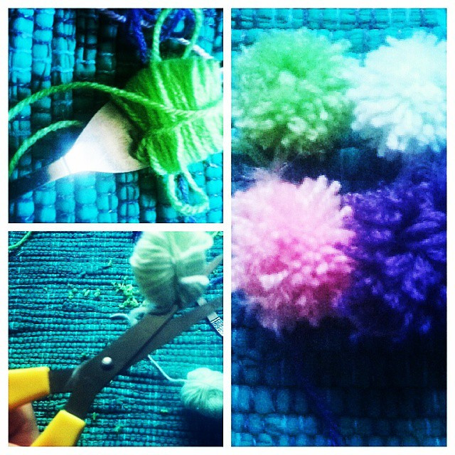 Instagram - Making pompoms with wool and forks #pompoms