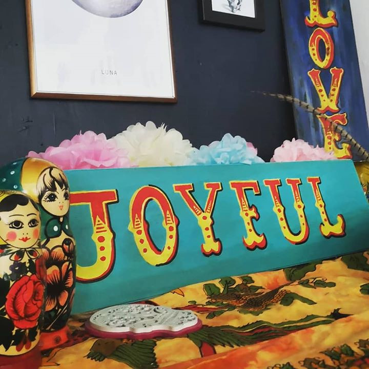 How to make vintage style carnival signs
