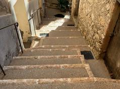Un escalier dans un petit village
