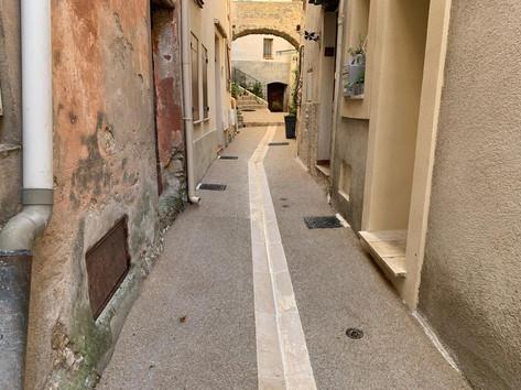 Petite ruelle dans un village