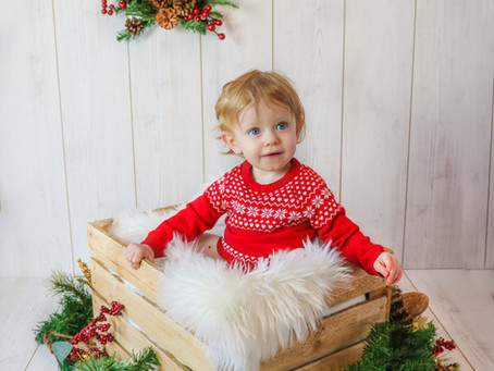 Little Sitter - Baby Emma's Christmas Mini | Bracknell | Berkshire | Starspeckled Hearts Photography