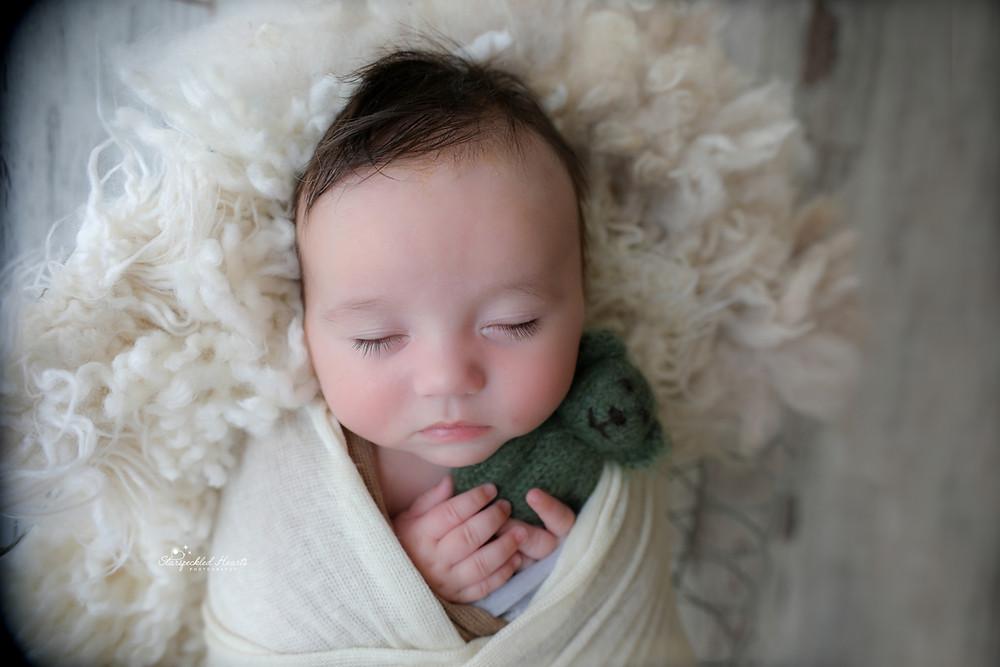 newborn baby photographer in bracknell farnham sandhurst chertsey