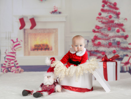 Little Smiler - Baby Nelly's Christmas Mini | Hampshire | Surrey | Starspeckled Hearts Photography