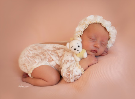 Newborn and Baby Photographer Basingstoke | Aldershot | Guildford | Reading | Woking | Staines