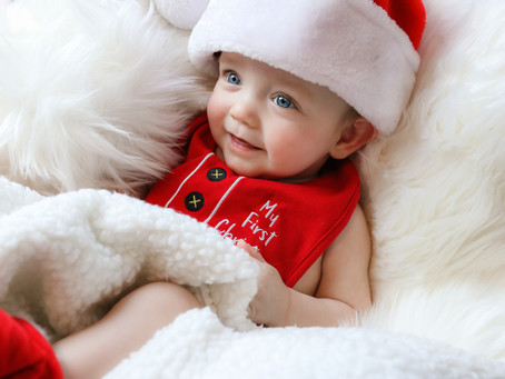 Little Smiler - Baby Reggie's Christmas Mini | Frimley | Hampshire | Starspeckled Hearts Photography