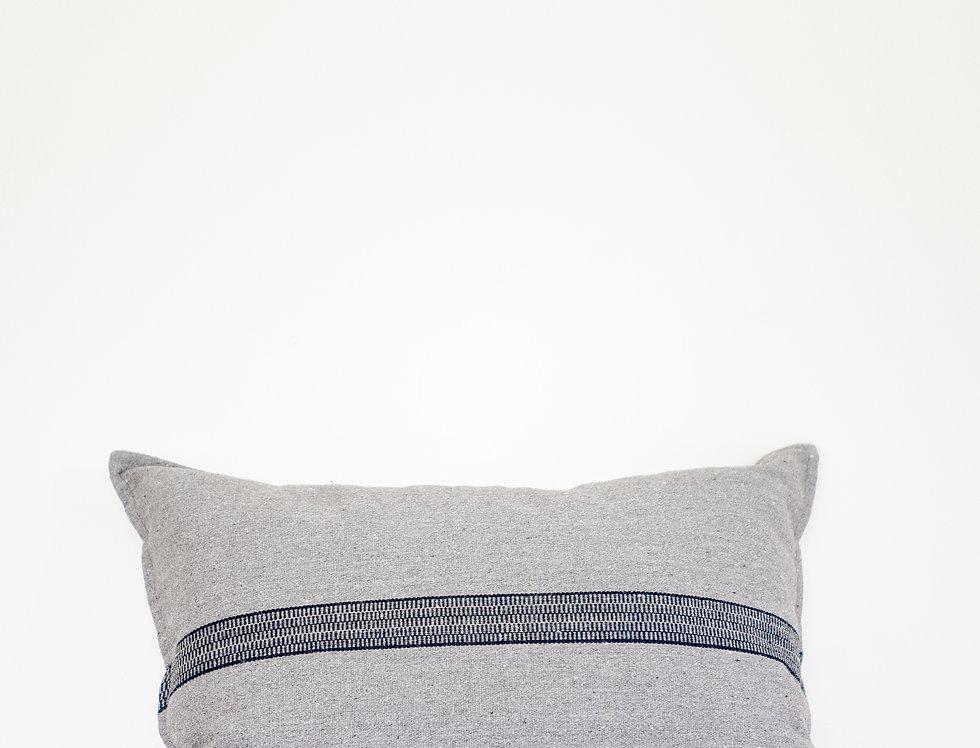 Fadi (gris con raya negra)