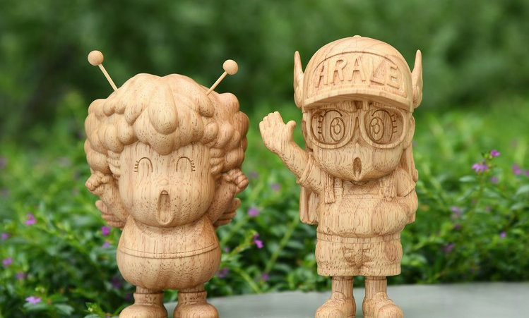 Dr. Slump Arale & Gajira wooden figurine (Limited 200)
