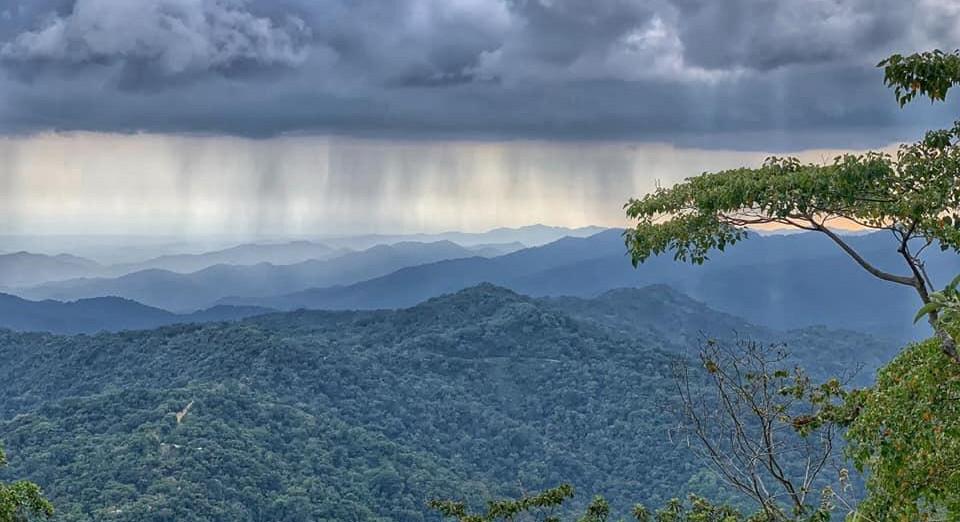rodeada de cascadas y bosques tropicales que te robarán el aliento,