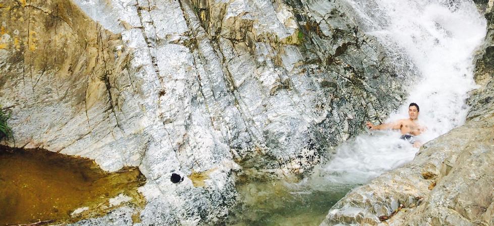 está lleno de cascadas y albercas naturales listas para ser exploradas.