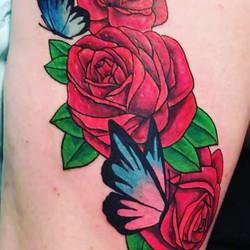 #roses #butterflies #niceguyeddie #reddragontattoo _brittany_rose56 _niceguyeddie1076#tattoosbynge