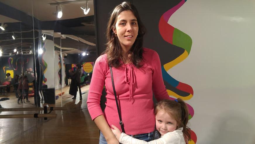 At a museum with our niece.  En un museo con nuestra sobrina.