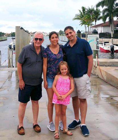 Spending time in Florida with Anna's dad and our niece.  Pasando tiempo en Florida con el padre de Anna y nuestra sobrina.