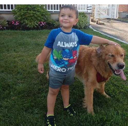 Our nephew enjoying the block party with a neighbor's dog.  Nuestro sobrino disfrutando la fiesta de calle con un perro de un vecino.