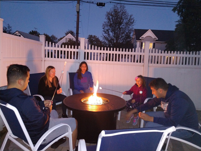Making smores in our firepit with our niece and family.   Haciendo smore's in nuestra hoguera con nuestra sobrina y familia.
