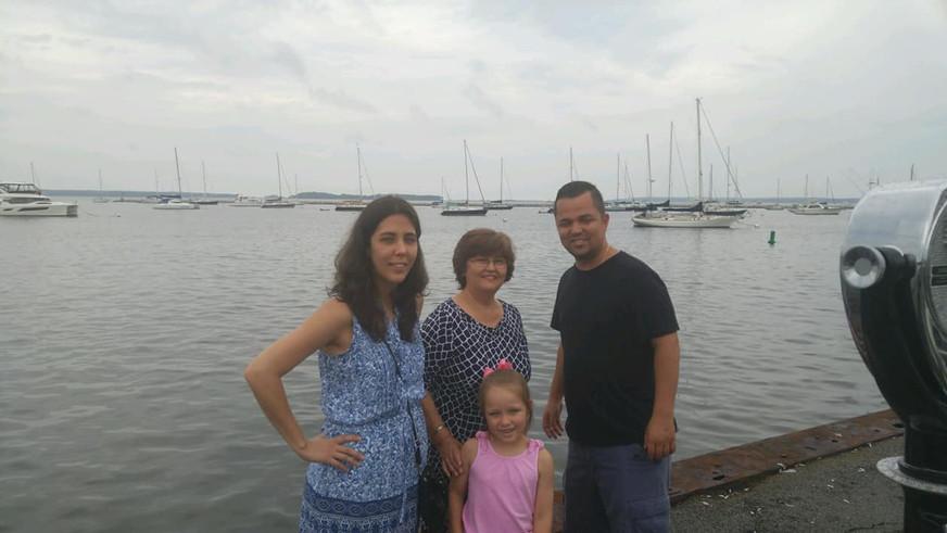 Enjoying Sag Harbor with Anna's mom, brother and niece.  Disfrutando Sag Harbor con la madre de Anna, su hermano, y sobrina.