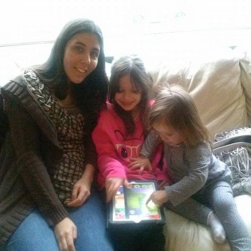 Our nieces playing together on an iPad.  Nuestras sobrinas jugando en un iPad.