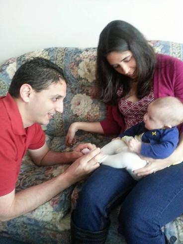 Playing with our niece.  Jugando con nuestra sobrina.
