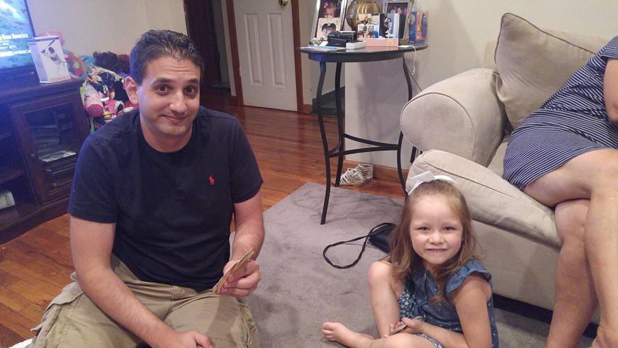 Tom playing cards with our niece.  Tom jugando cartas con nuestra sobrina.