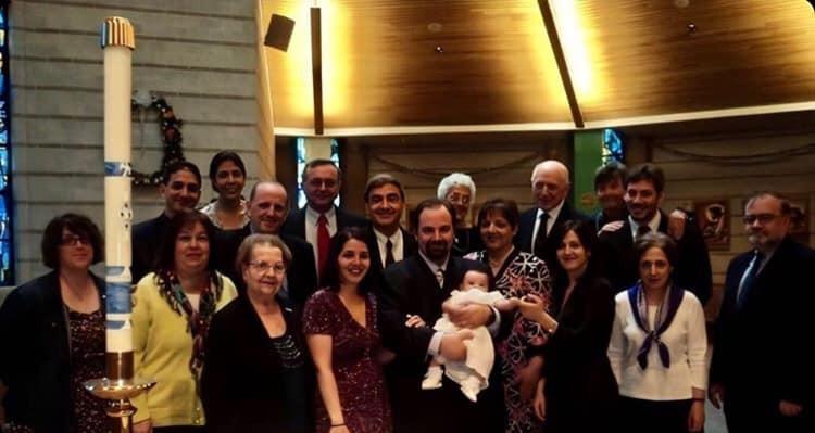 The whole family at our niece's Baptism.   Nuestra familia el el bautismo de nuestra sobrina.