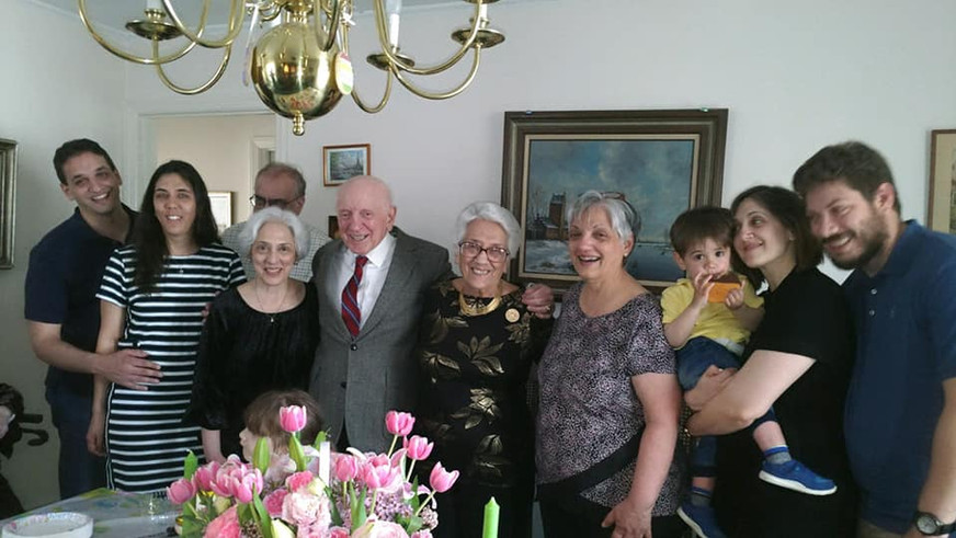 Tom's Grandparents' Anniversary with our nephew, aunt, uncle, mom and siblings.  Celebrando el anniversario de los abuelos de Tom con sus tios, madre, sobrino, y hermanos.
