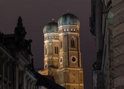 Frauenkirche_Türme.jpg