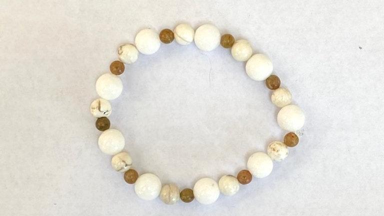 White jade, howlite and brown semi precious beaded bracelet
