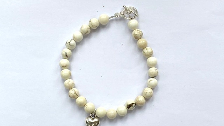 Cream howlite beaded bracelet