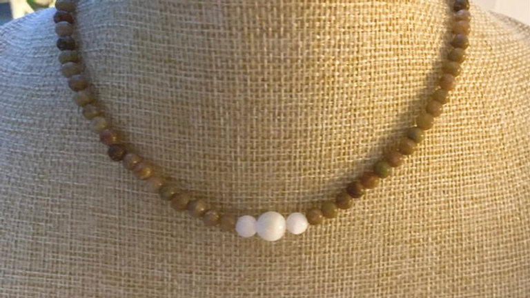 Brown agate and mother of pearl necklace