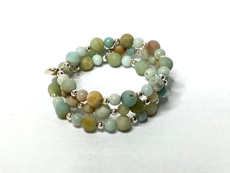 Green%20frosted%20beaded%20bracelet_edit