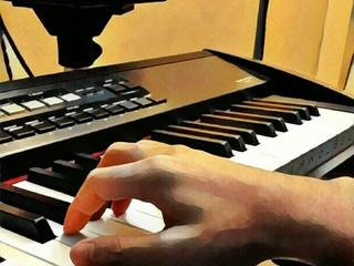 เปียโนป็อป เราจะวางมือและนิ้วเพื่อเล่นเมโลดี้ (มือขวา) ยังไง ?
