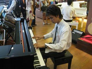 เล่นเปียโนป็อปจำเป็นต้องมีพื้นฐานคลาสสิคมาก่อนไหม ?