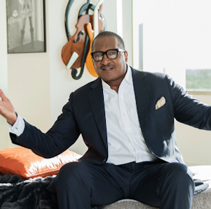 Mathew Knowles in an office.