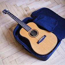 ジャーニーのトラベルギターとバックパック