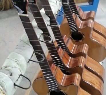 O'tra プロジェクトのギターが完成間近となりました!