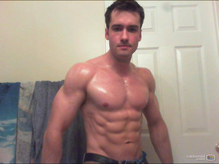 Muscle stud looking to give you the time of your life