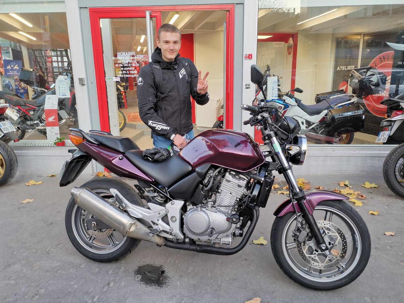 Livraison d'une Honda CB500F