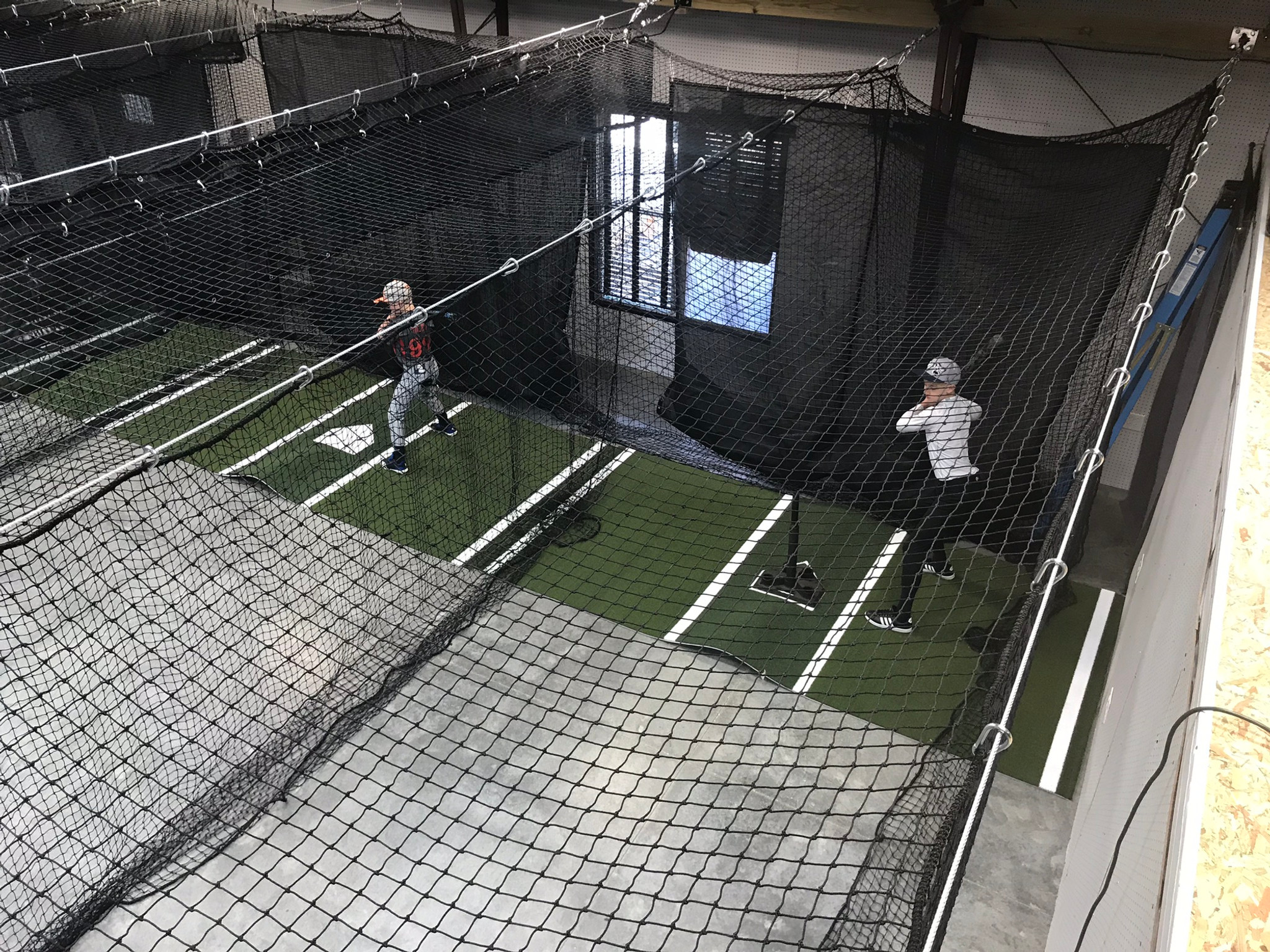 Indoor Cage Rental w/ BB Pitch Mach 1Hr