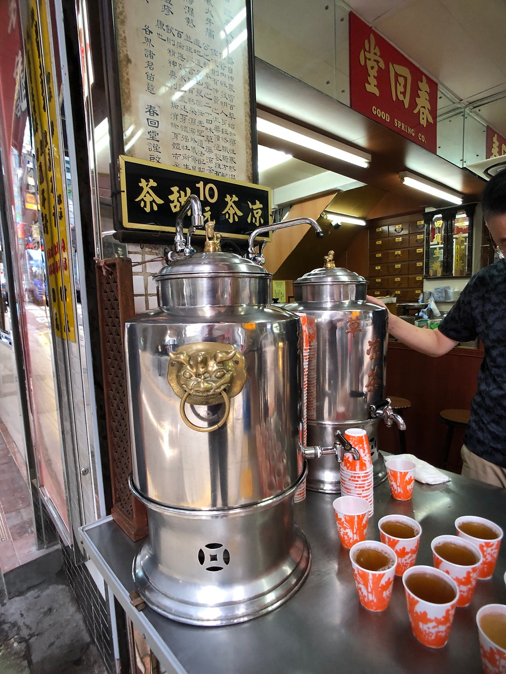 Chinese herbal tea in a Central 春回堂