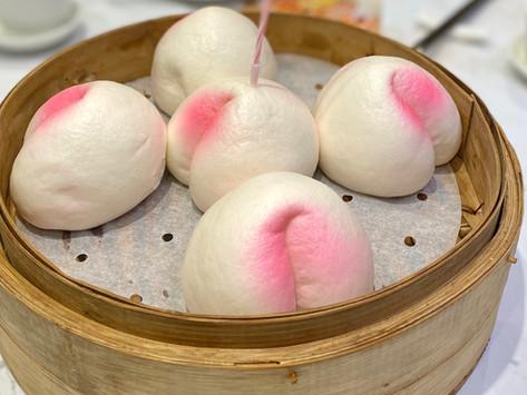 Celebrate Birthday at a Chinese restaurant 壽桃包