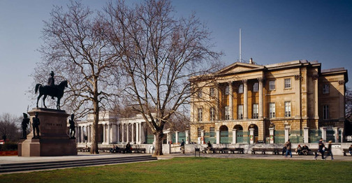 Apsley House and the Wellington monument