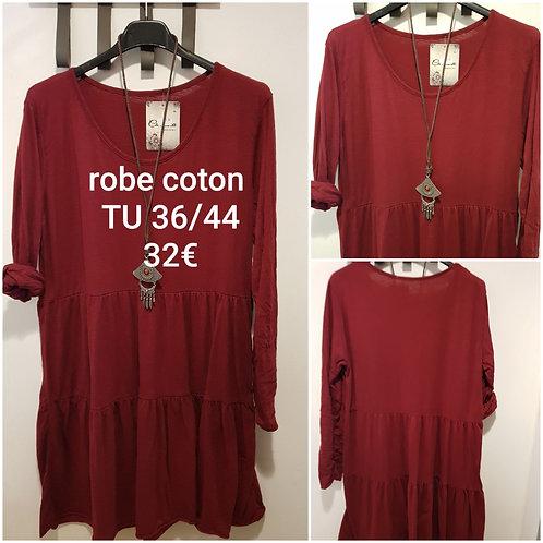 Robe Bordeaux et collier en coton
