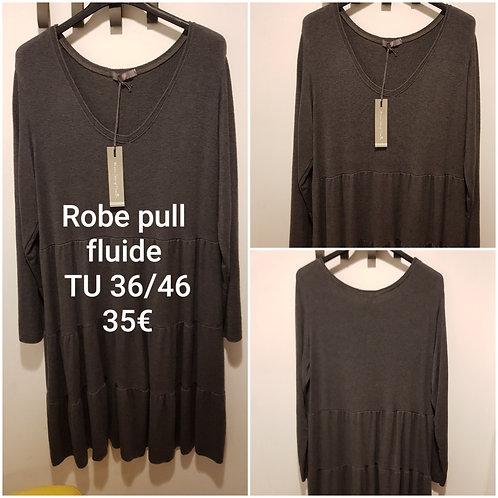 Robe pull ample