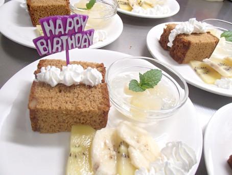 5月5日のお誕生日のバースデーケーキです。おやつの時間にみんなでいただきました。