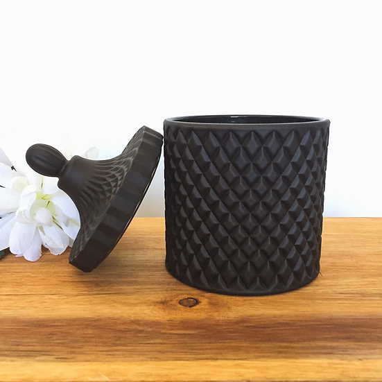 Quirky - Matte Black Large Geo Candle