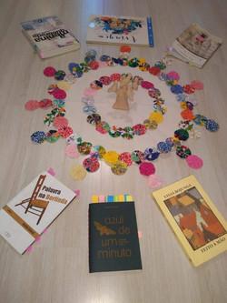 Círculo de Biblioterapia mediado por Cristiana Seixas