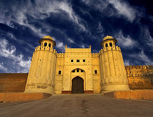 lahore-fort-picture-id140785270.jpg