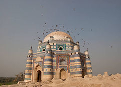 pigeons-and-the-tomb-of-uch-picture-id46