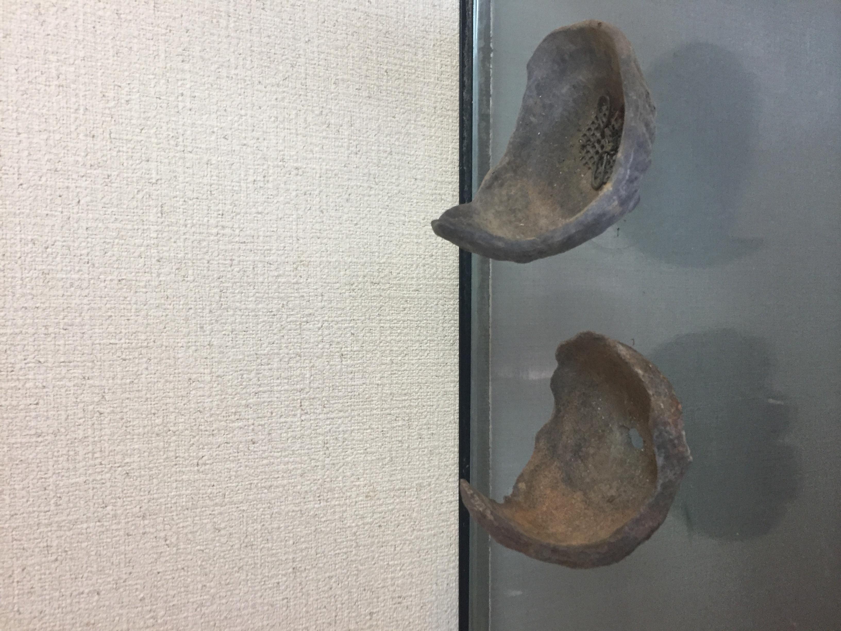 左:鞍馬石 右:鞍馬石風の鉢