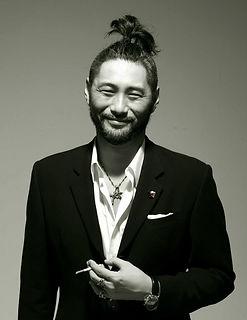Daisuke A 安達大介