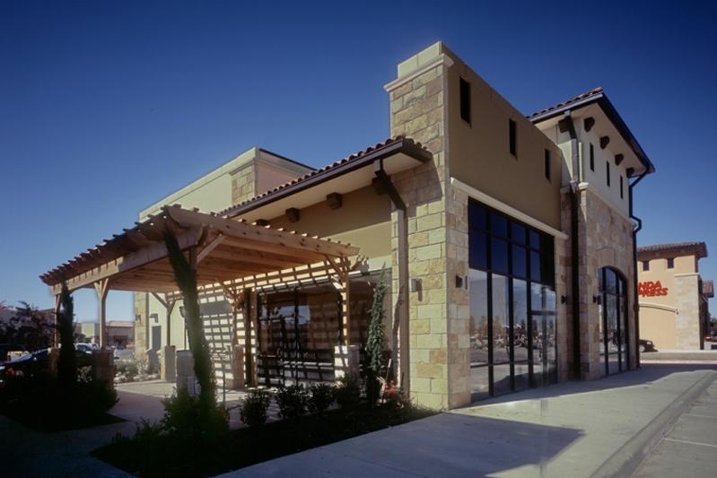 robertson-creek-patio-side